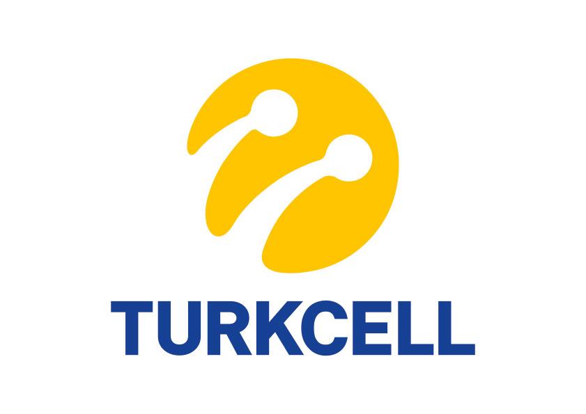 Turuncu bir yuvarlak. İçinde ucunda yuvarlaklar olan antene benzeyen iki eğri çizgi. Altında mavi harflerle, Turkcell, yazıyor.