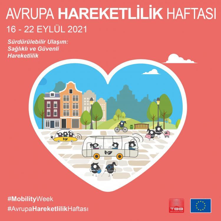 Sol üstte beyaz harflerle Avrupa Hareketlilik Haftası, yazıyor. Altında 162-- Eylül 2021, yazıyor. Altında, sürdürülebilir ulaşım, sağlıklı ve güvenli hareketlilik yazıyor. Ortada bir kalp içinde binalardan, parklardan ve şehri deneyimleyen bireylerden oluşan bir şehir çizimi var.